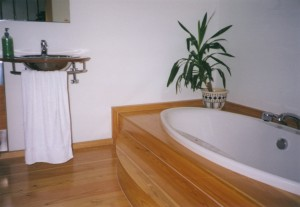 Dřevěná podlaha koupelna